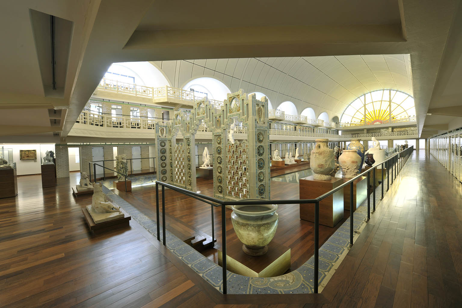 Art fund art deco and nouveau in lille and antwerp for Art deco piscine
