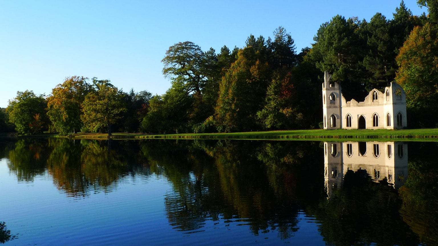 3. Painshill Park, Surrey, Reduced price with National Art Pass - Courtesy of Fred Holmes (Painshill)