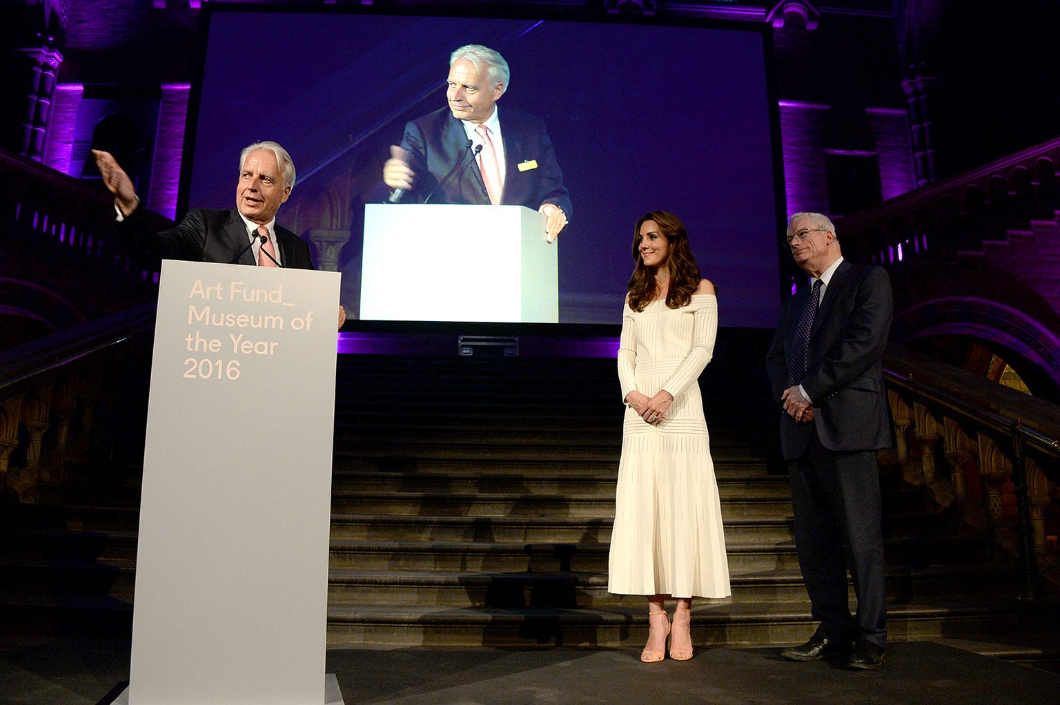 Martin Roth, director of the Victoria and Albert Museum, accepts the prize from HRH The Duchess of Cambridge, with Lord Smith of Finsbury