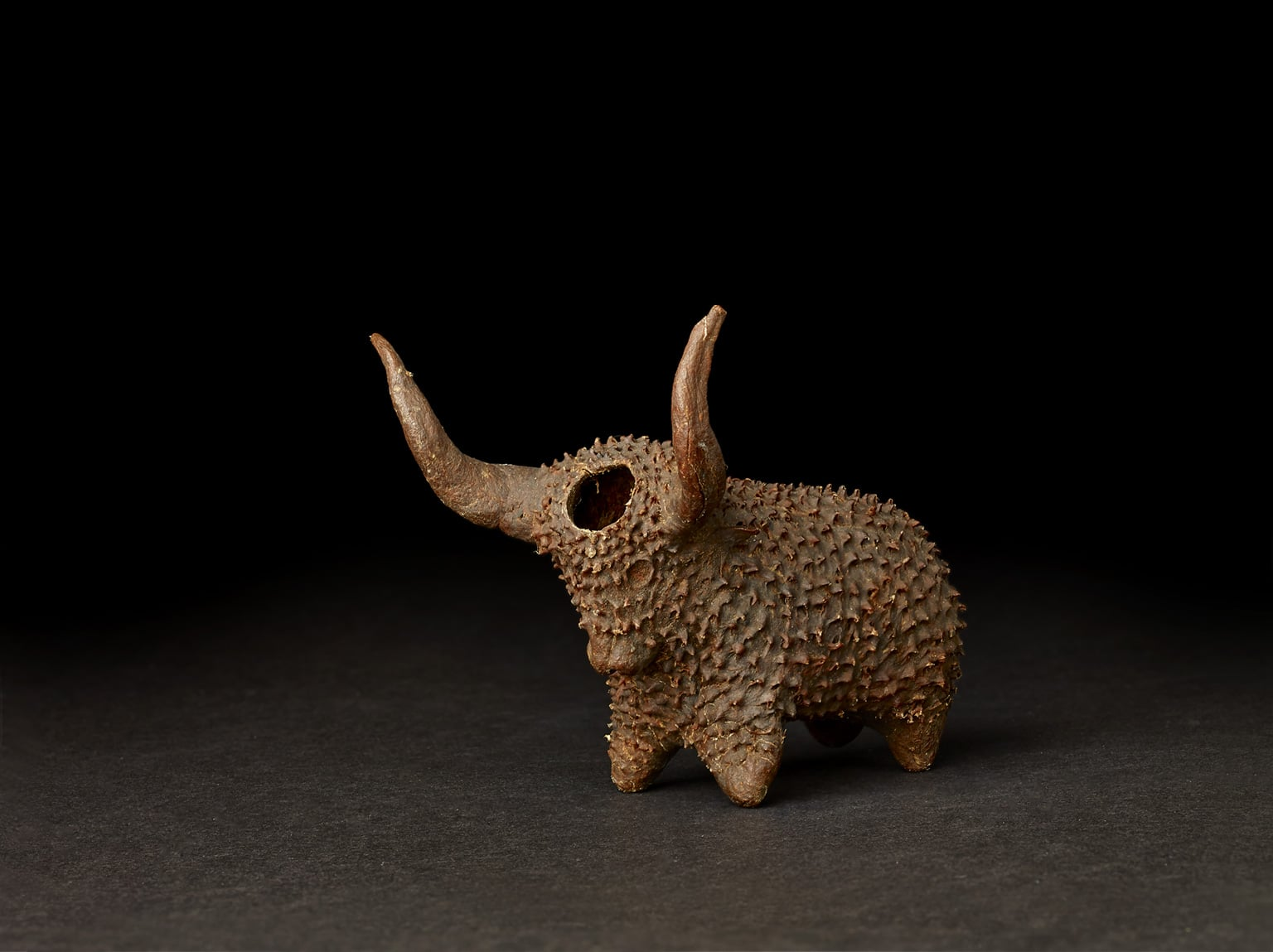 Snuffbox in the shape of an ox, acquired in South Africa, Xhosa made, late 19th century