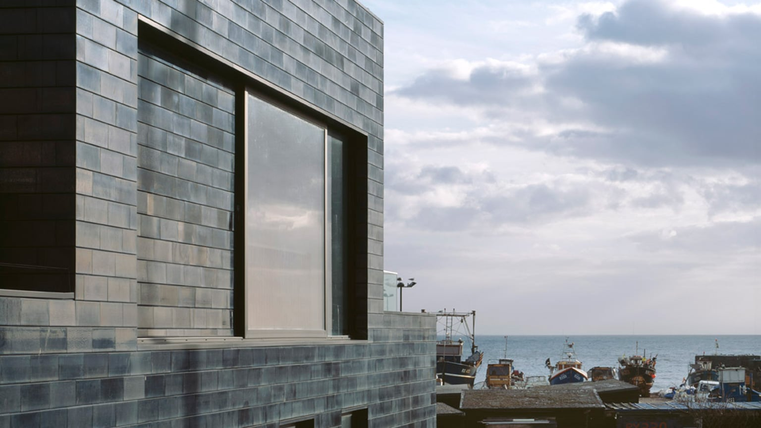 Jerwood Gallery is covered with 8,000 black ceramic tiles which were hand glazed in Kent - © Ioana Marinescu