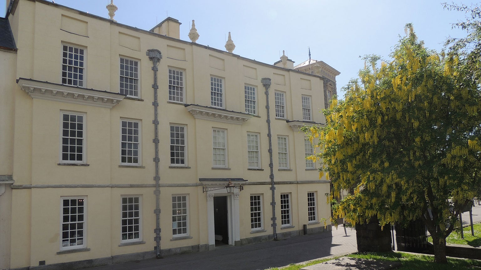 Llanelly House