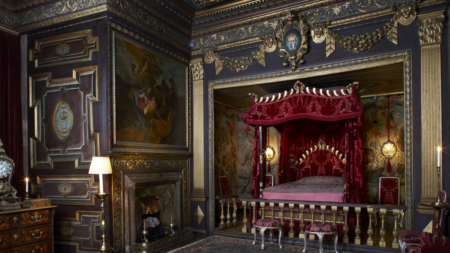 The State bedroom at Powis Castle.