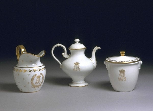 Collection of porcelain, earthenware & glass