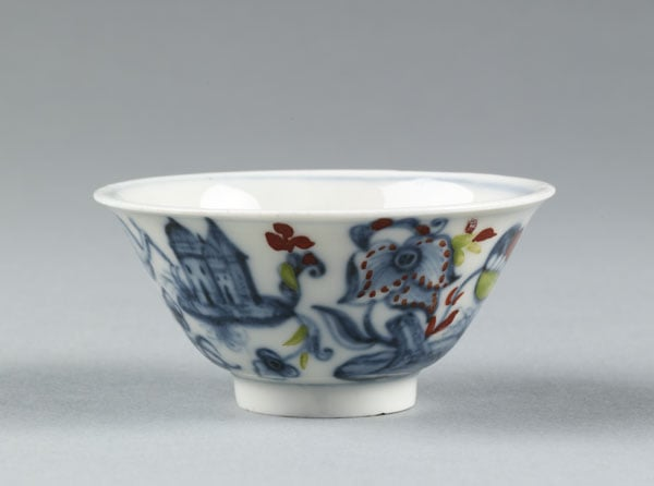 Collection of three pieces of porcelain and earthenware