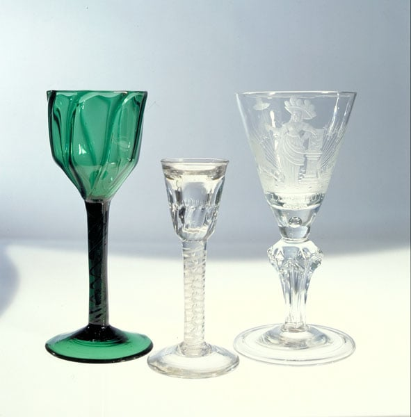 Collection of 164 drinking glasses