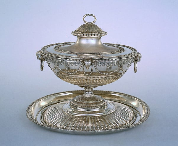 Soup tureen & stand
