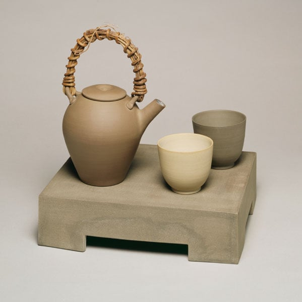 Teapot, two Cups & ground (a tray)